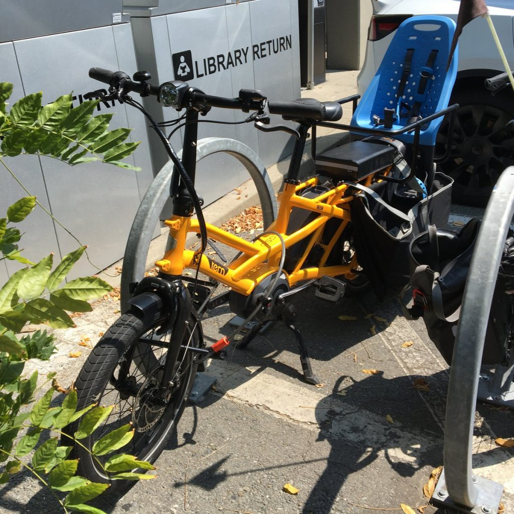 Poorly-locked Tern GSD e-bike parked at the library